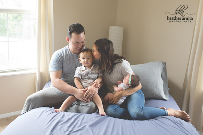 columbus ohio family lifestyle photography family on bed web