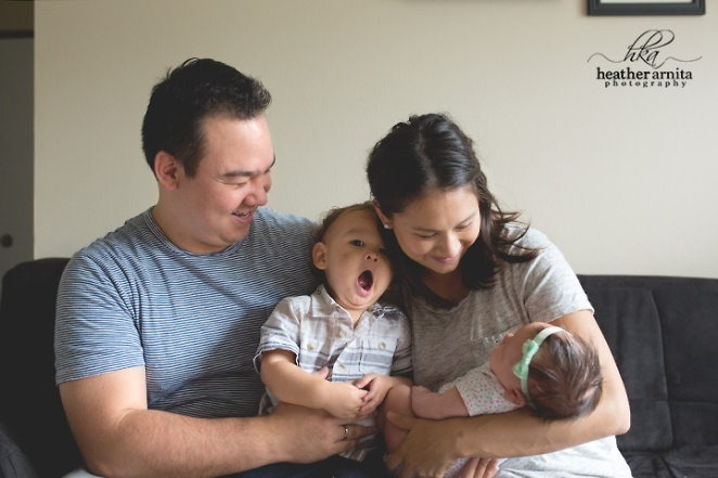 columbus ohio family lifestyle photography family on couch web