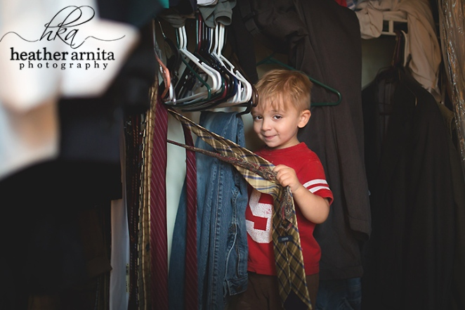 columbus ohio lifestyle photography - toddler in closet
