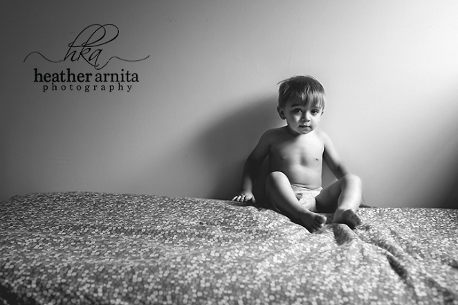 columbus ohio lifestyle photographer - toddler on bed