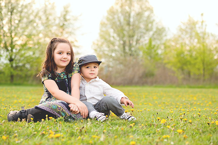 Columbus ohio lifestyle photographer brother and sister dandelions