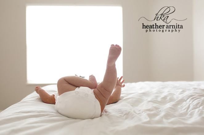 columbu ohio newborn photography picture of baby feet on bed