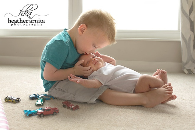newborn lifetyle session in ohio big brother holding baby