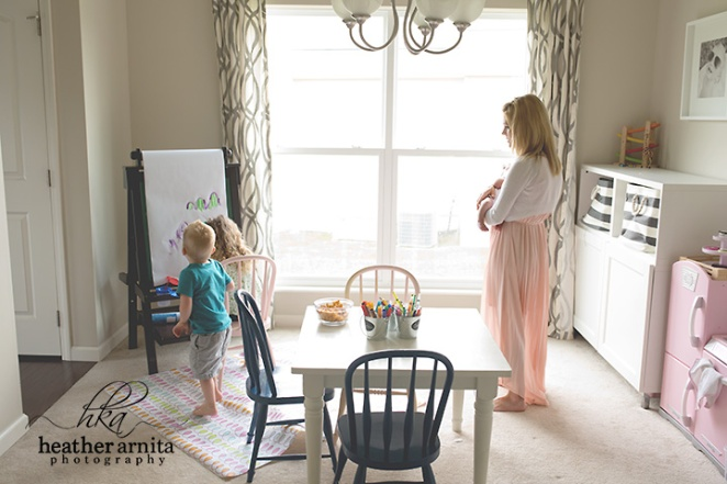 Family lifetyle session in columbus ohio mom in playroom with kids