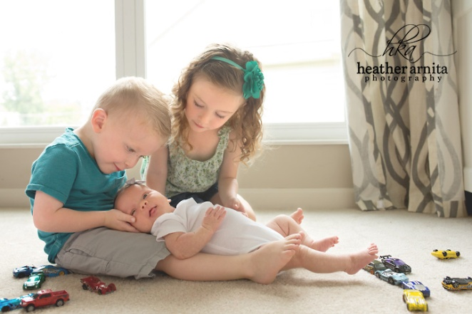 newborn lifetyle session in columbus ohio siblings holding the new baby