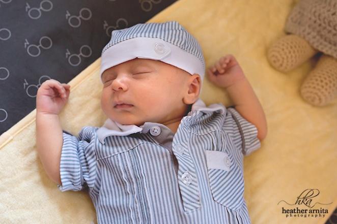 columbus ohio newborn photography baby asleep in crib