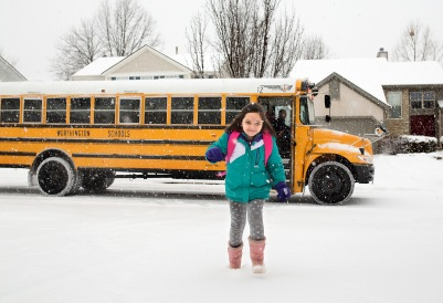 columbus ohio lifestyle photographer girl school bus snow