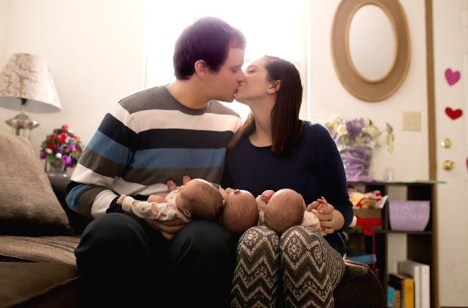 columbus ohio newborn lifestyle shoot triplets mom dad kissing facebook