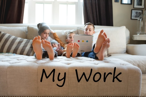 columbus-ohio-family-lifestyle-brothers-reading-book-with-feet-full