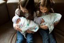 columbus-ohio-fresh-48-familytwin-boys-held-by-big-sisters
