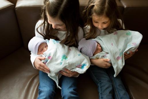 columbus-ohio-fresh-48-familytwin-boys-held-by-big-sisters