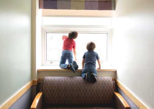 columbus-ohio-fresh-48bib-brothers-looking-out-the-window-full