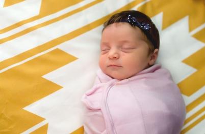 columbus-ohio-newborn-lifestyle-baby-girl-in-crib-full