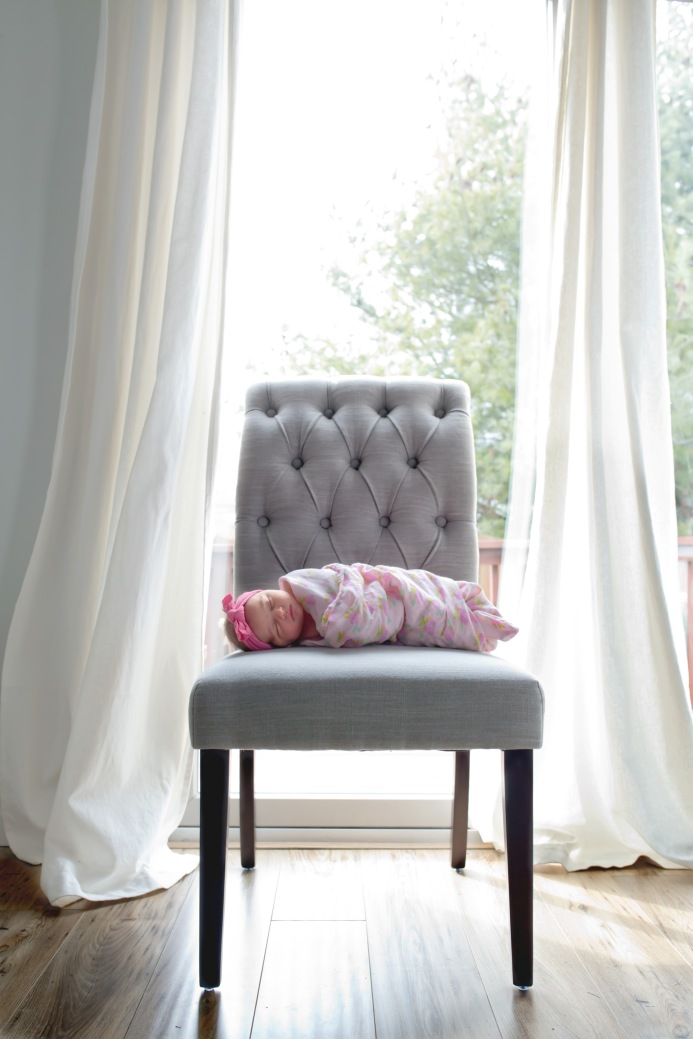 columbus-ohio-newborn-lifestyle-baby-on-chair-in-front-of-window-full