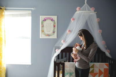 columbus-ohio-newborn-lifestyle-mom-with-baby-in-nursery-full