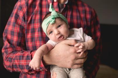 columbus-ohio-newborn-lifestyle-photography-dad-holding-baby-3-full