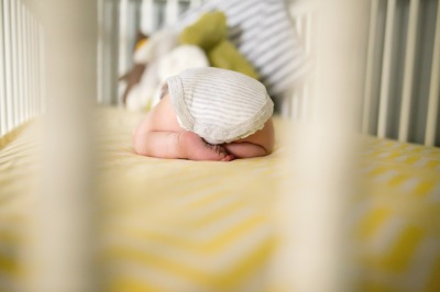 columbus-ohio-newborn-lifestyle-photography-nursery-baby-sleeping-feet-full